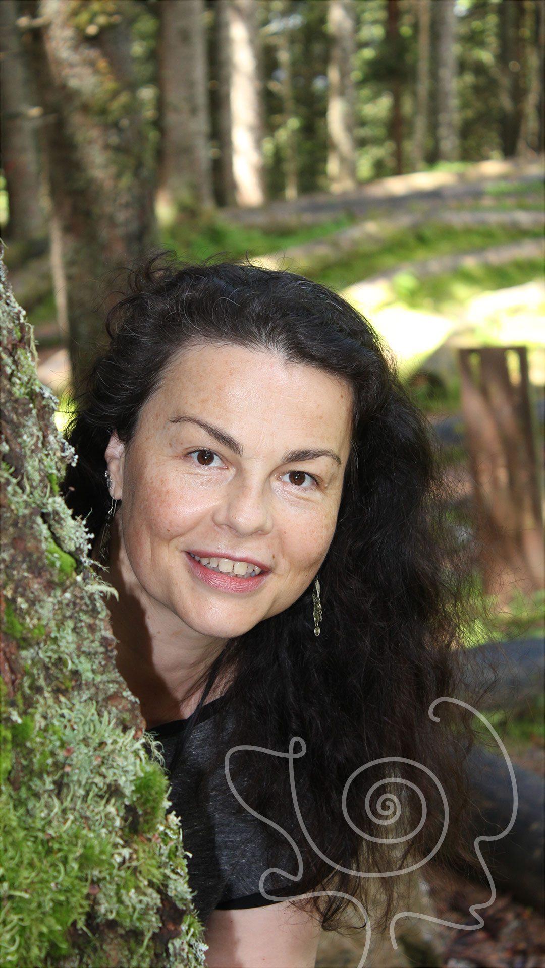 Gerda Ulrich Porträt im Wald